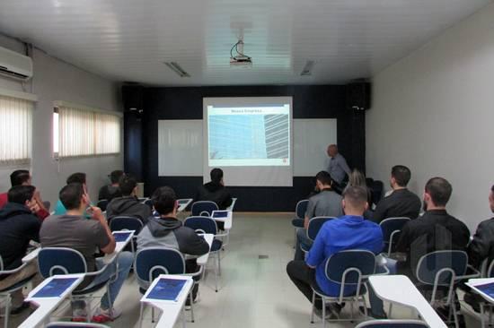 Alunos de Engenharia de Produção visitam a empresa Glassec Viracon