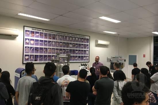 Alunos de Engenharia de Produção e Engenharia Elétrica visitam a empresa Dynamic Air