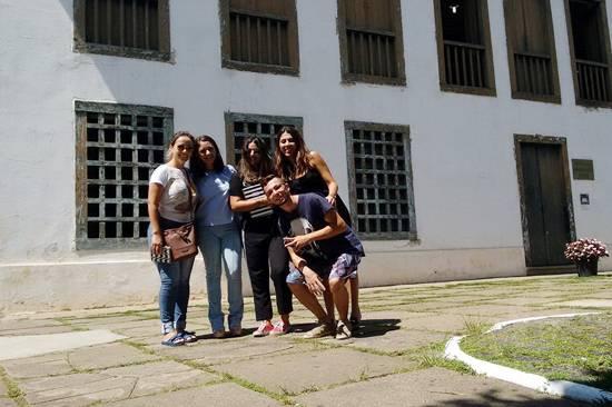 Alunos de Arquitetura e Urbanismo realizam aula de campo em praças do centro de Atibaia