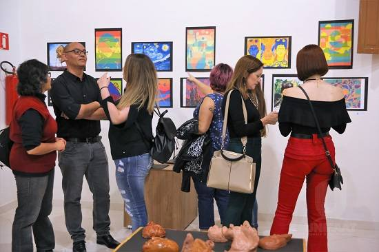Abertura da VI Mostra de Artes Visuais e Design de Interiores atraiu grande público no Centro Cultural André Carneiro