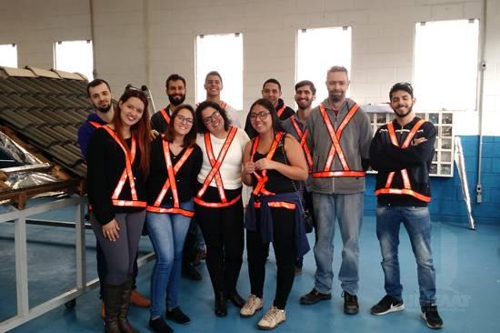 Estudantes de Engenharia Civil visitam a empresa Tégula
