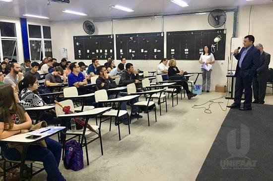 """Alunos de Engenharia Civil participam de palestra sobre """"Preenchimento de Anotação de Responsabilidade Técnica na Prática"""""""