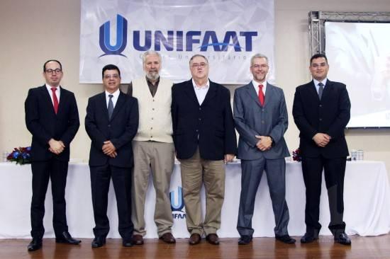 Professor José Carlos Marion abordou temas atuais da área contábil em palestra para estudantes da UNIFAAT