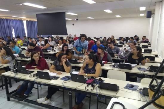 Alunos participam de treinamento sobre Declaração do Imposto de Renda