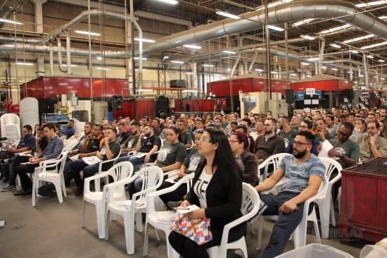 UNIFAAT apresenta programa de bolsas durante evento na Amvian