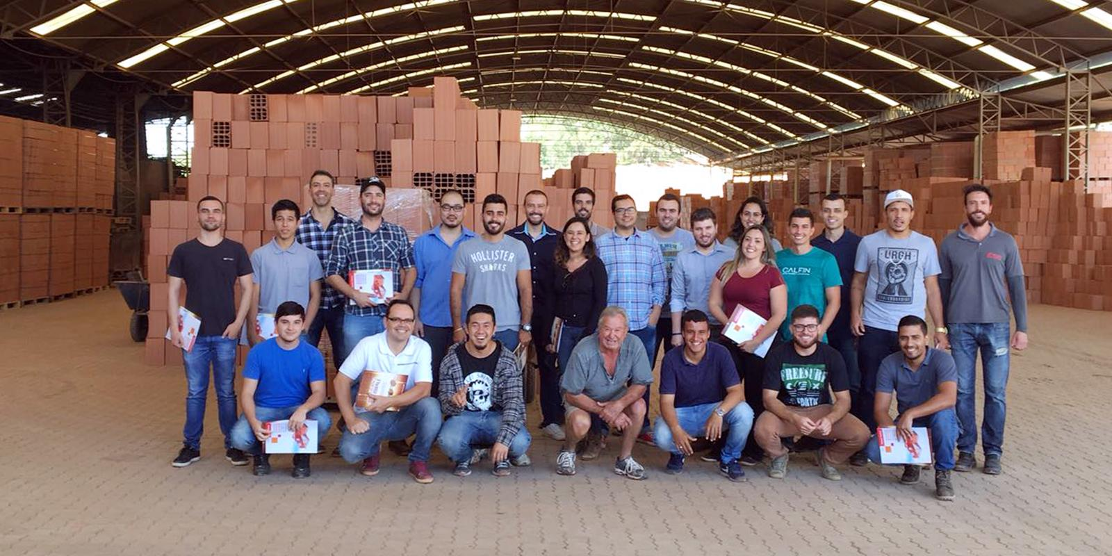 Alunos de Engenharia Civil visitam a empresa Cerâmica Mifale
