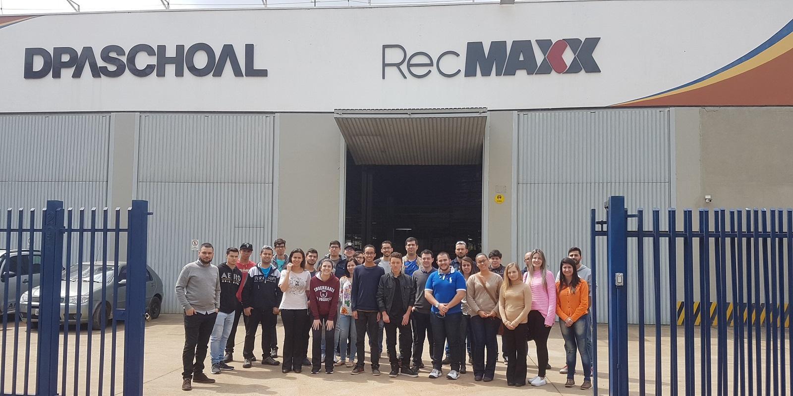 Acadêmicos de Engenharia de Produção e Engenharia Elétrica visitam a empresa RecMaxx DPaschoal
