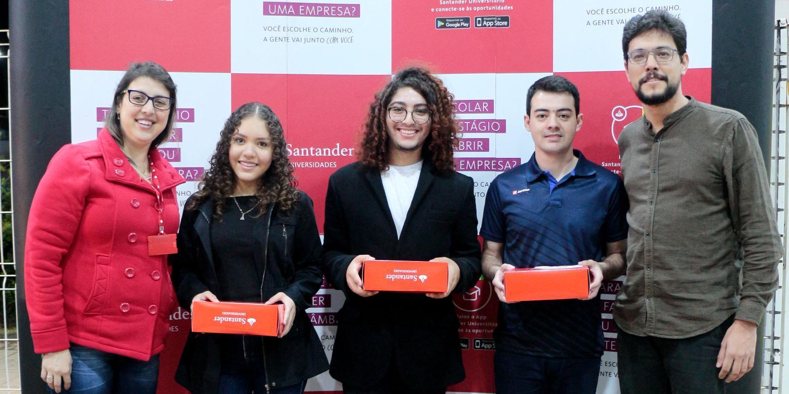 Estudantes da UNIFAAT são contemplados com bolsas-auxílio pelo Programa de Bolsas Nacionais Santander