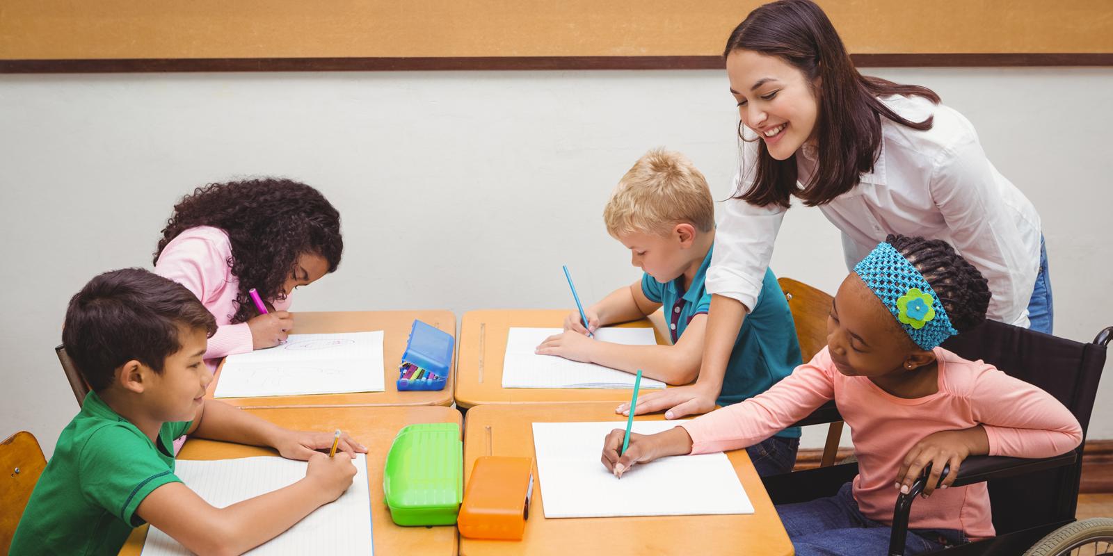 Estudantes de licenciaturas podem participar de programas de iniciação à docência