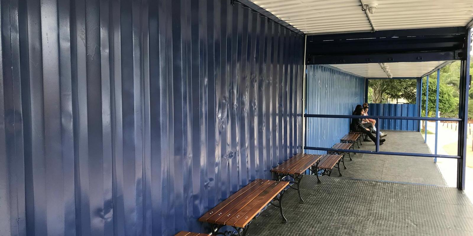 UNIFAAT inova conceito de ponto de ônibus com containers