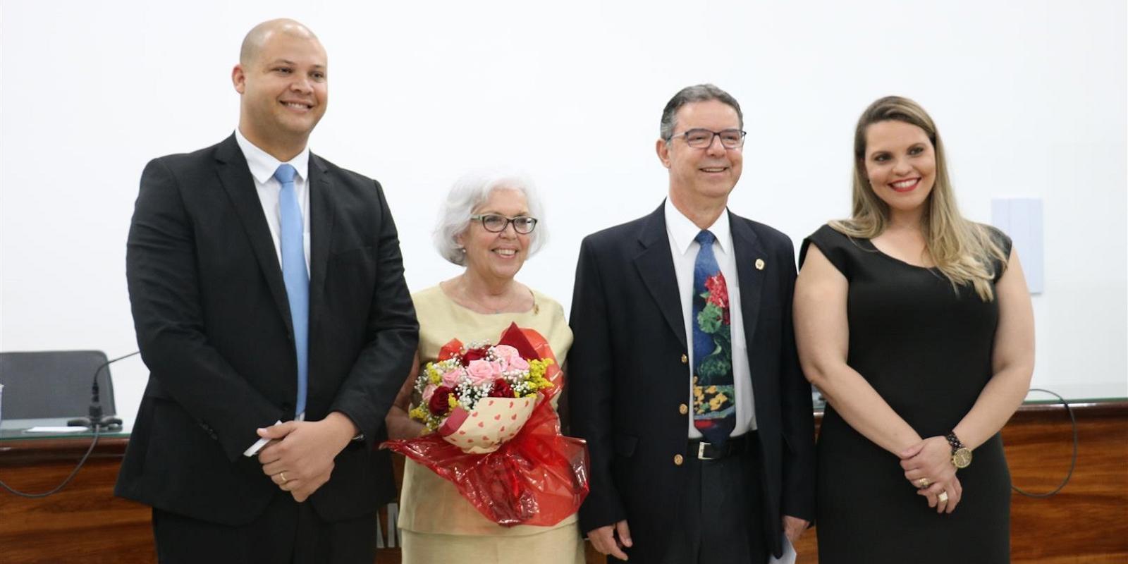 Câmara Municipal de Atibaia homenageia Leni Calderaro Pontinha e UNIFAAT