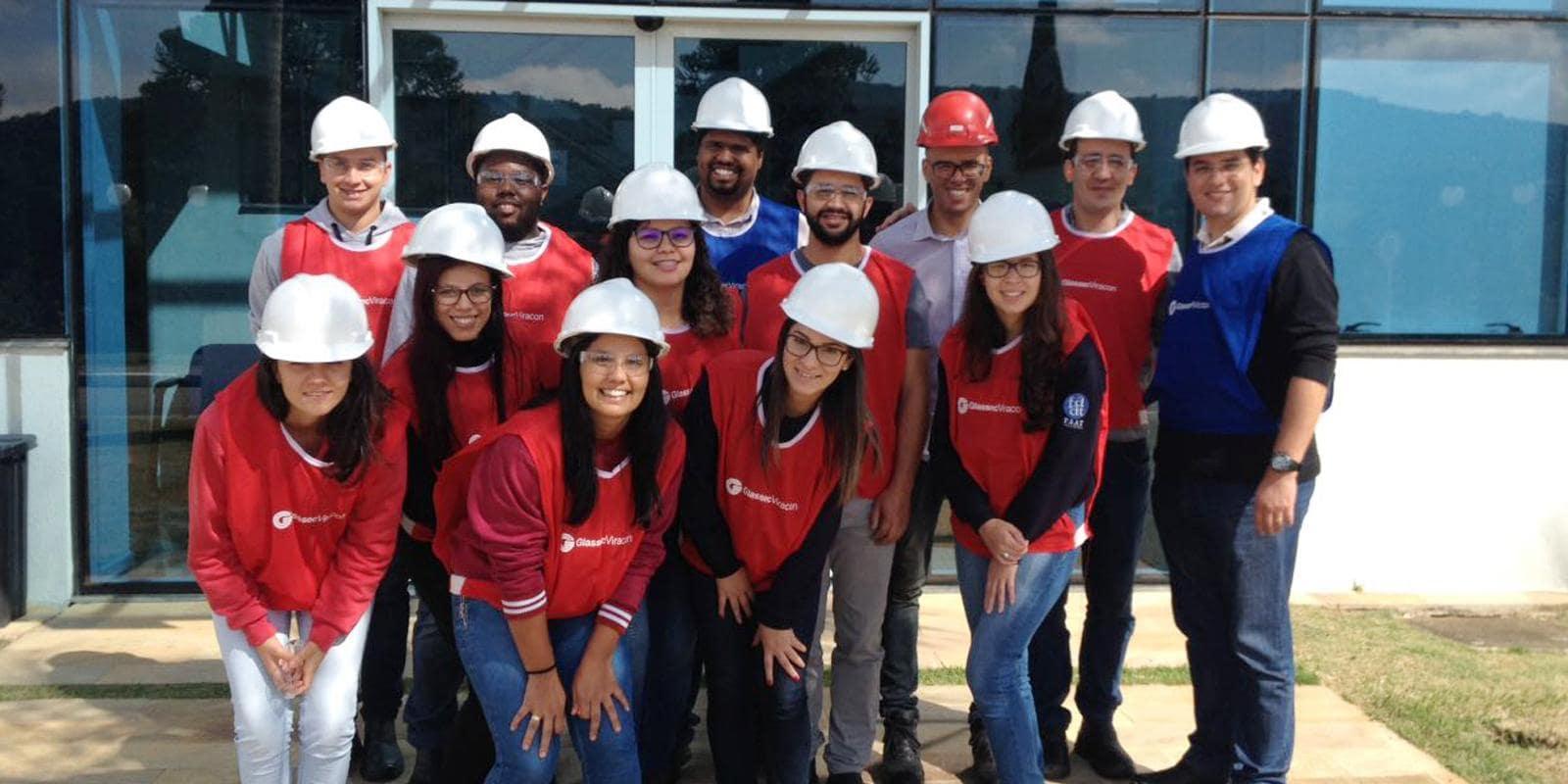 Alunos do curso de Administração visitam a GlassecViracon