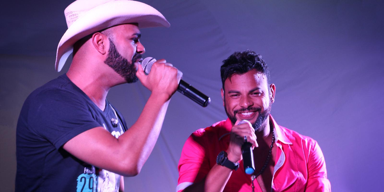 Vitor Hugo e Vinicius se apresentam na Quarta Cultural