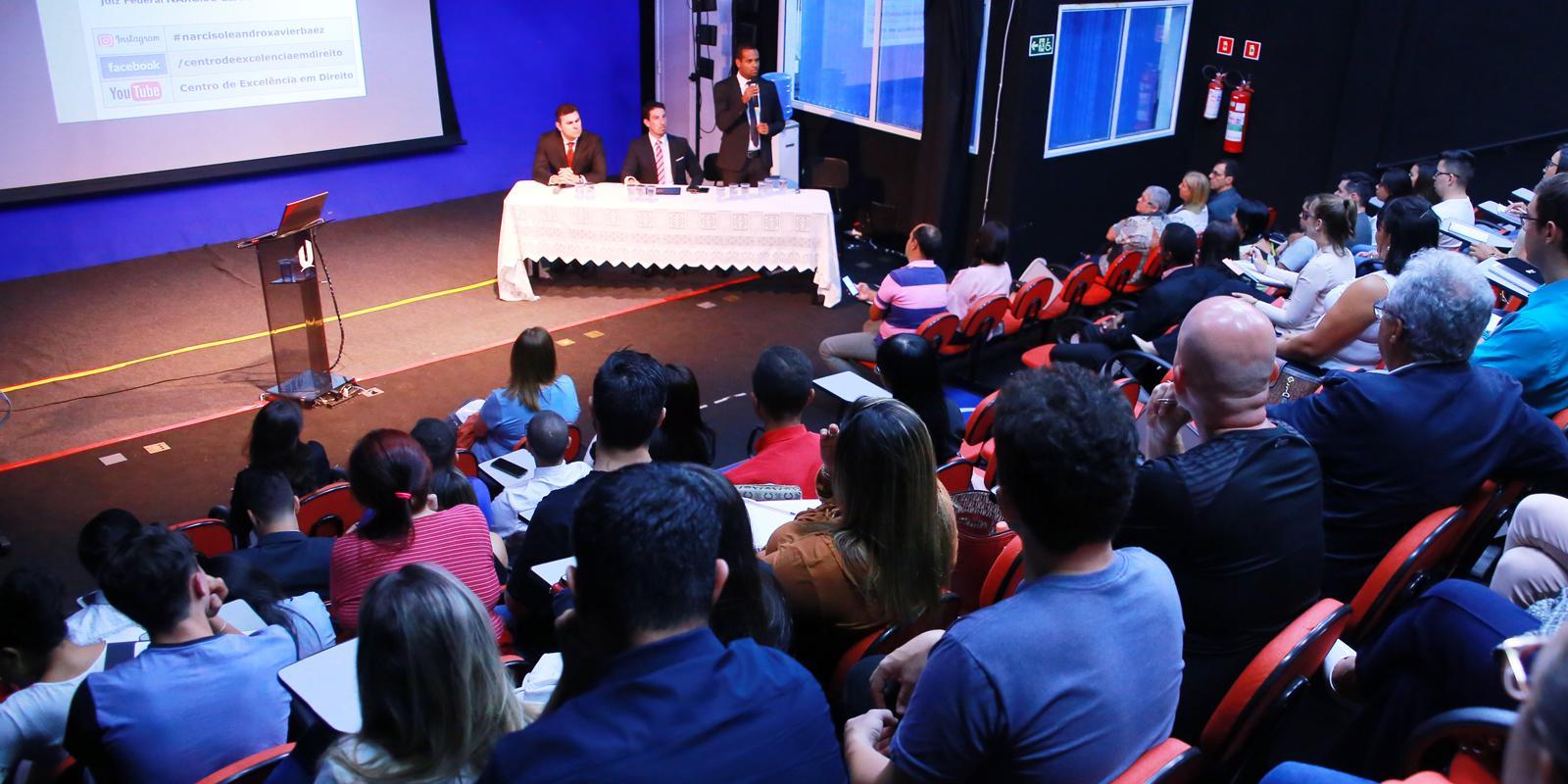 Alunos da Pós-graduação em Direito Processual Civil participam de ciclo de debates