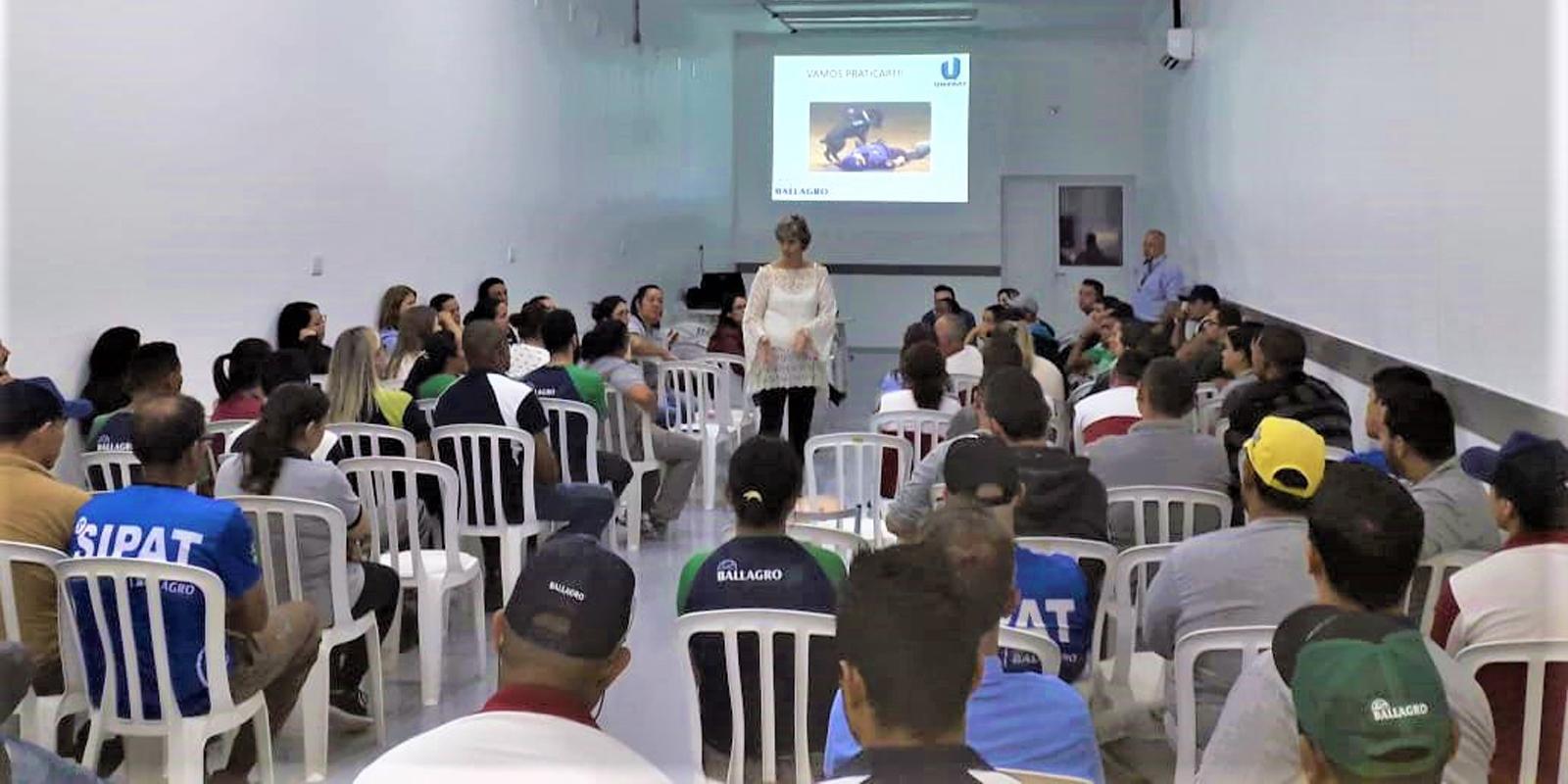 UNIFAAT Empresas realiza palestras em empresas durante a SIPAT