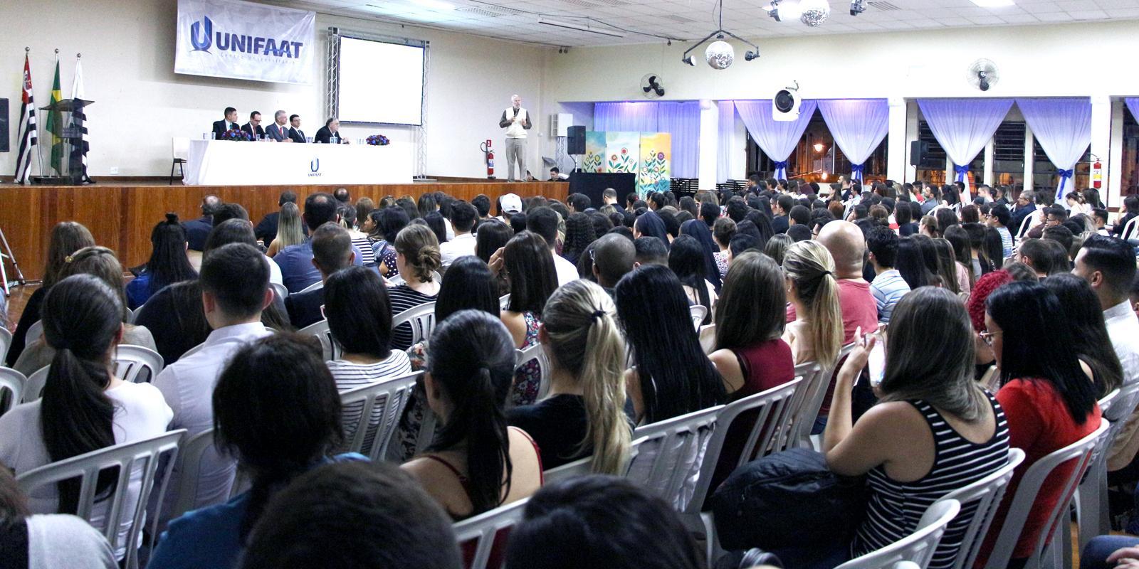 Semana de Negócios reúne temas da atualidade e renomados palestrantes