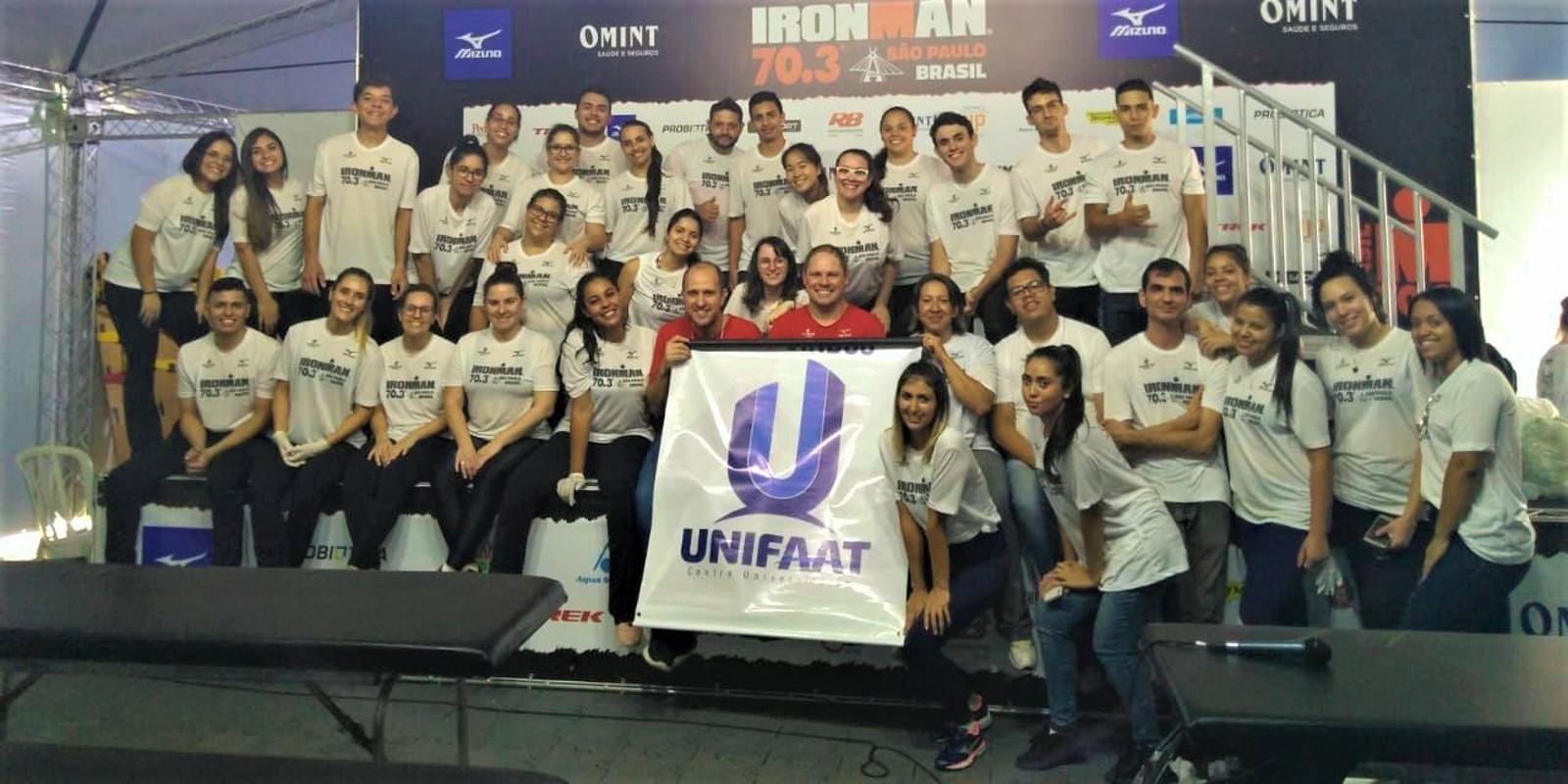 Alunos de Fisioterapia da UNIFAAT atuam no IronMan 70.3