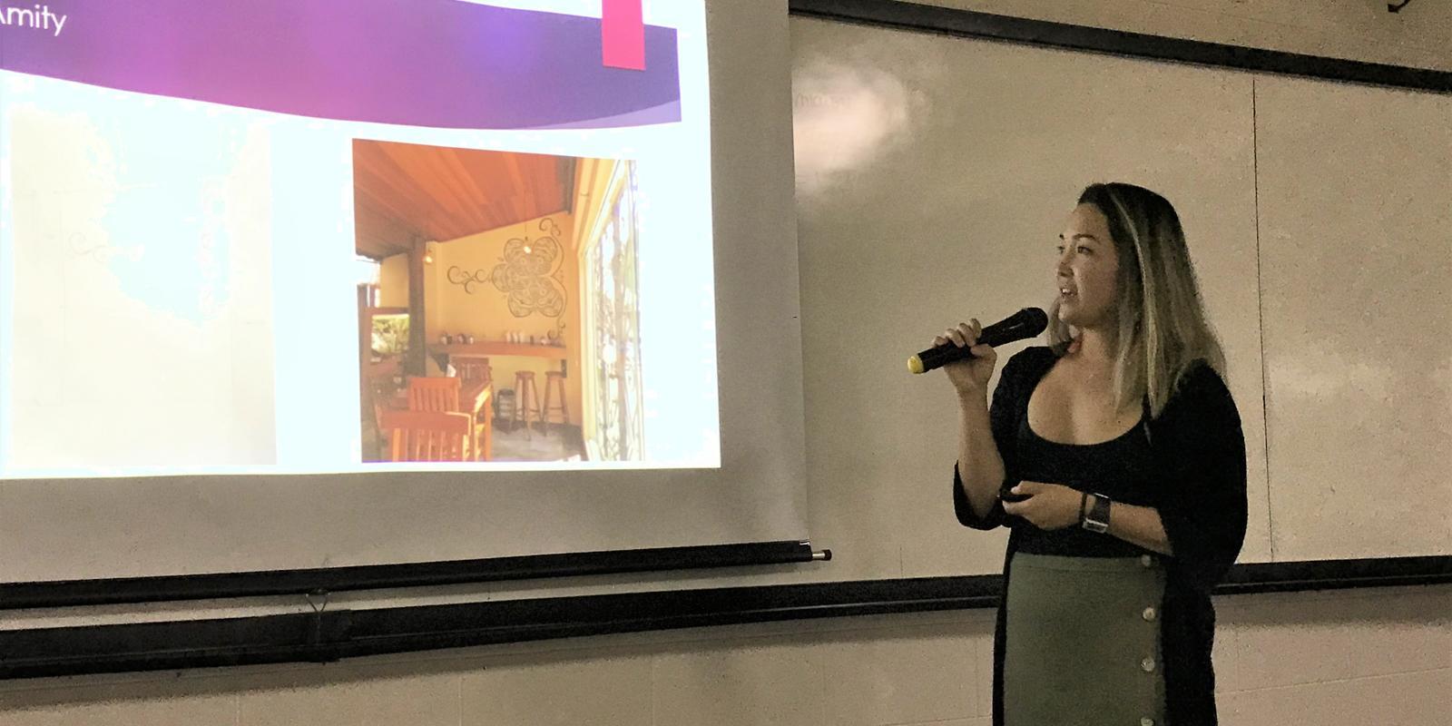 Helen Chimura ministra palestra e oficina para alunos de Design de Interiores e Artes Visuais