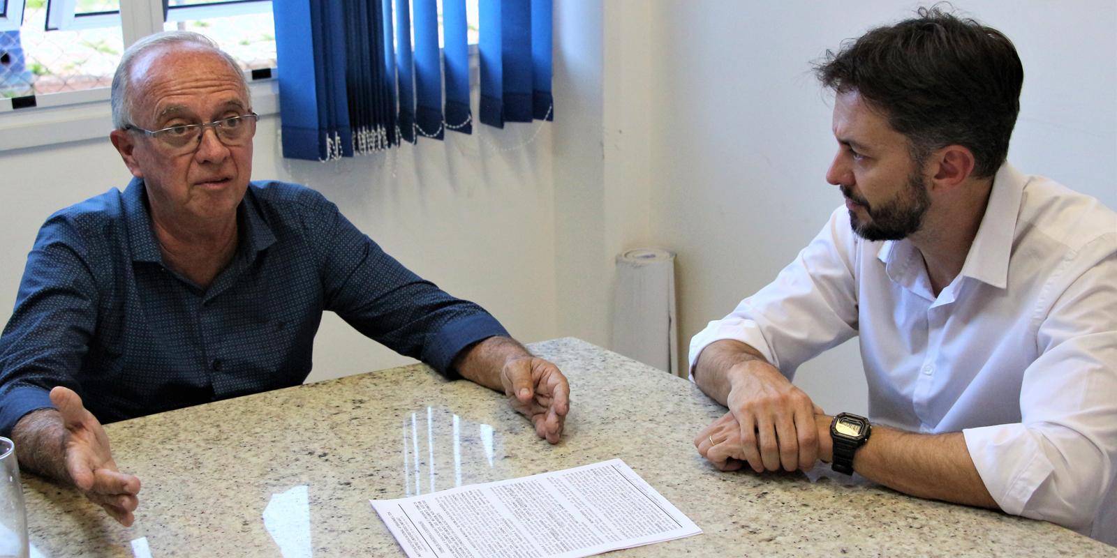 Prefeitura de Bom Jesus dos Perdões e UNIFAAT firmam convênio para bolsas de estudos