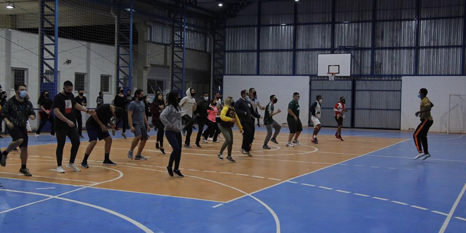 Aula de Fisiologia do Exercício agita a UNIFAAT