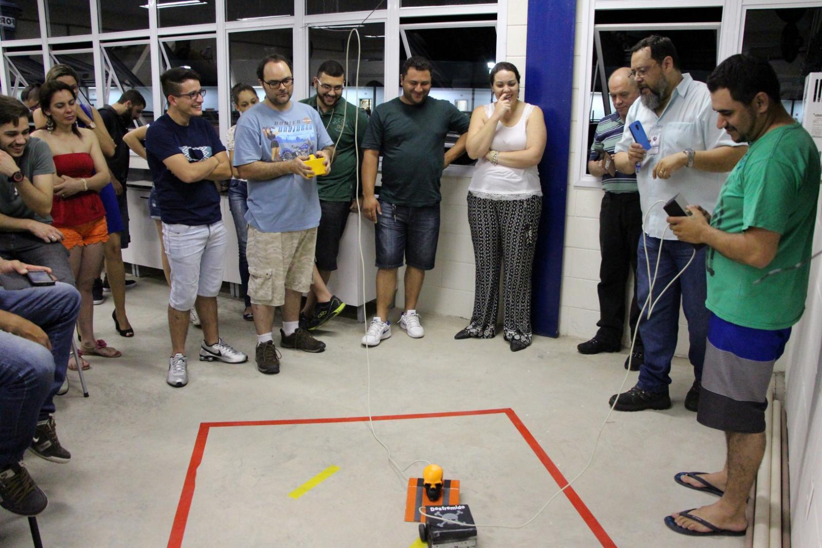 1ª Disputa de Robôs revela projetos com autonomia de funcionamento e estratégia de jogo