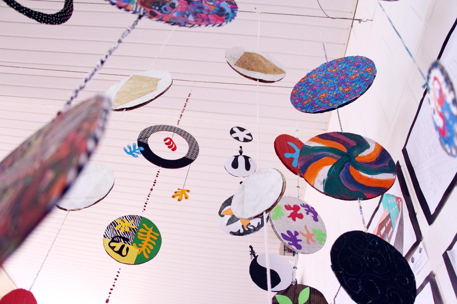 Estudantes de Pedagogia expõem intervenção artística no campus