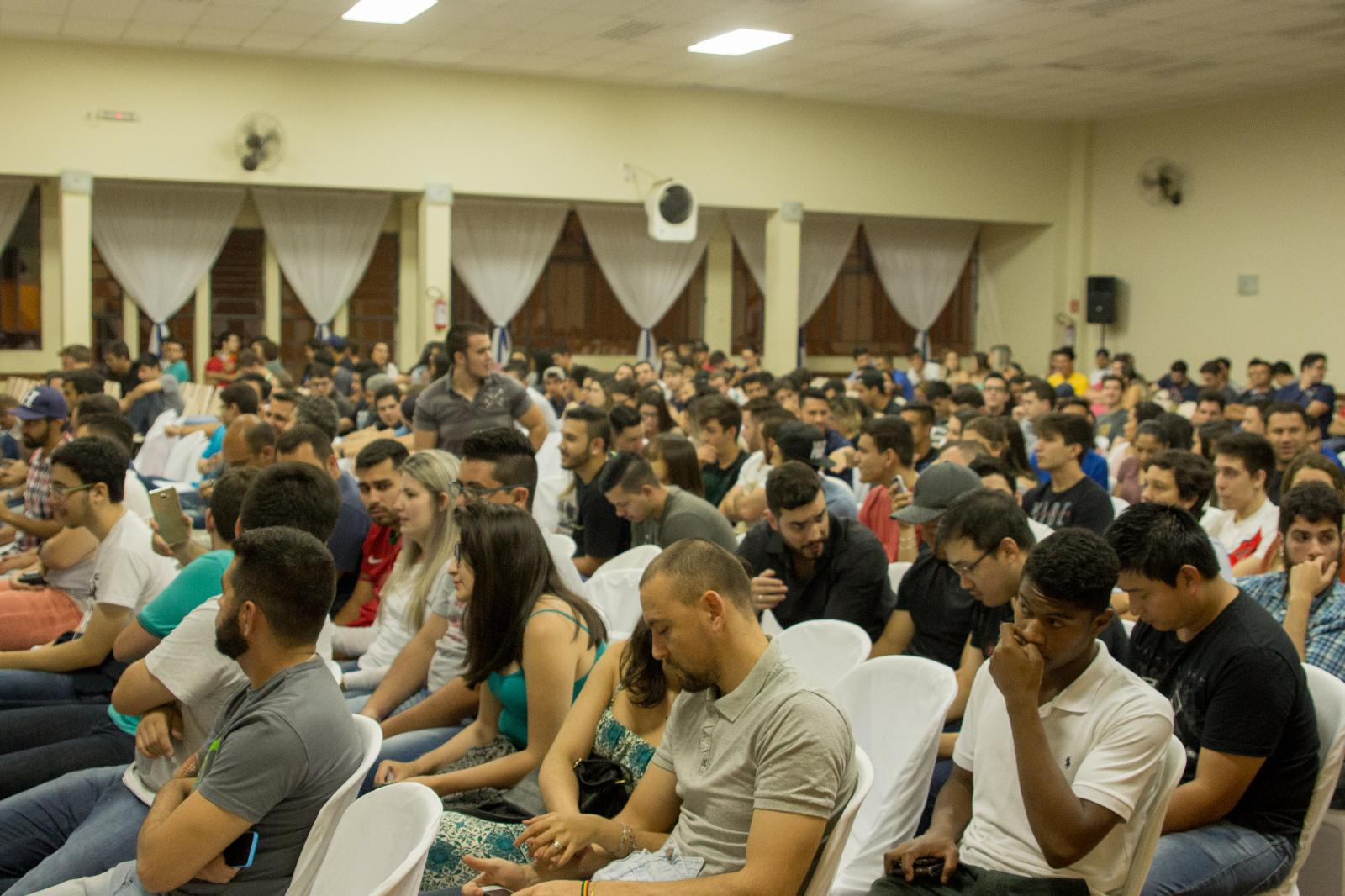 VII Semana das Engenharias reúne palestras e as tradicionais competições Ponte de Macarrão e Sumô de Robôs