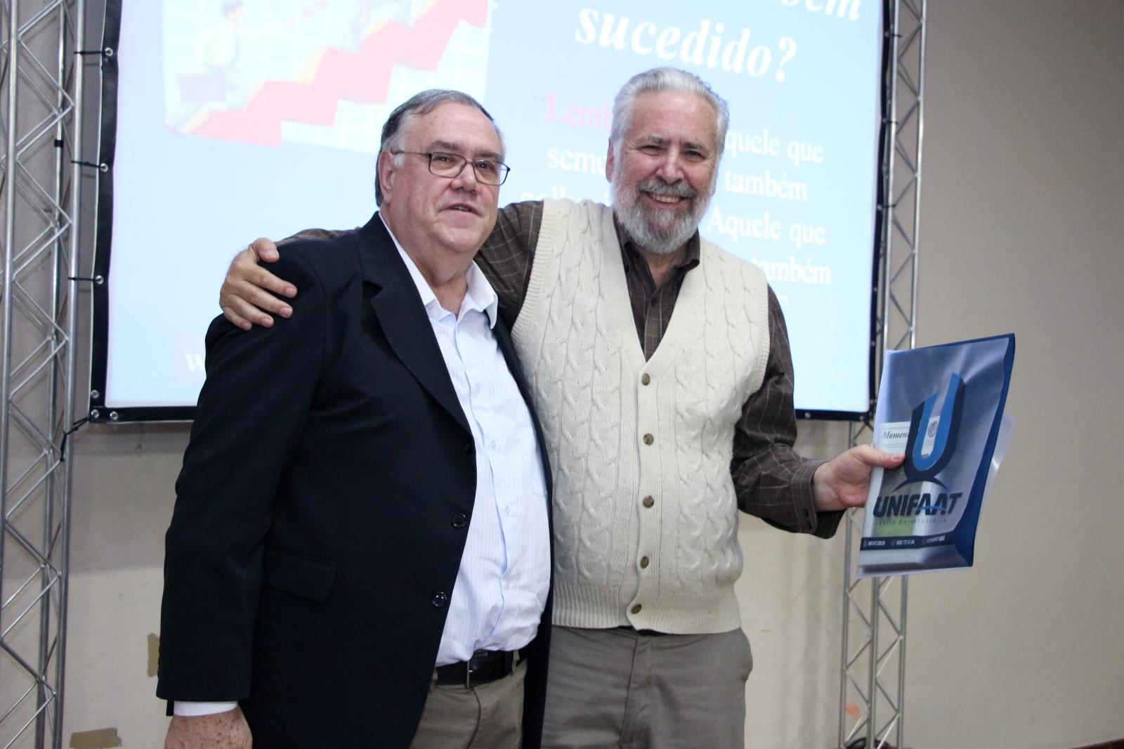 """Professor José Carlos Marion abordou """"A importância da Contabilidade e da Administração para a empresa Moderna"""" em palestra para estudantes da UNIFAAT"""