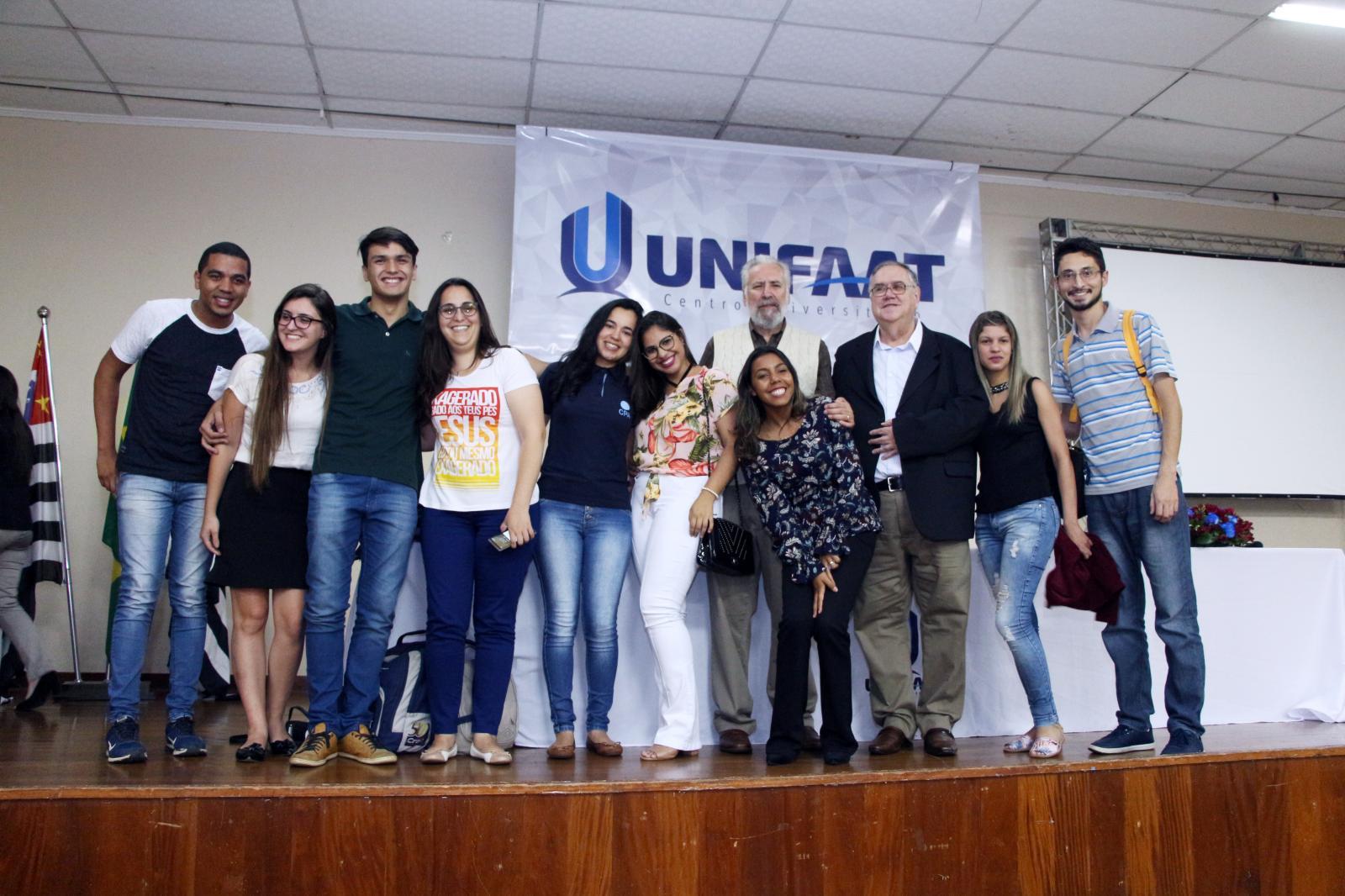 Professor José Carlos Marion abordou temas atuais da área contábil e financeira em palestra para estudantes da UNIFAAT