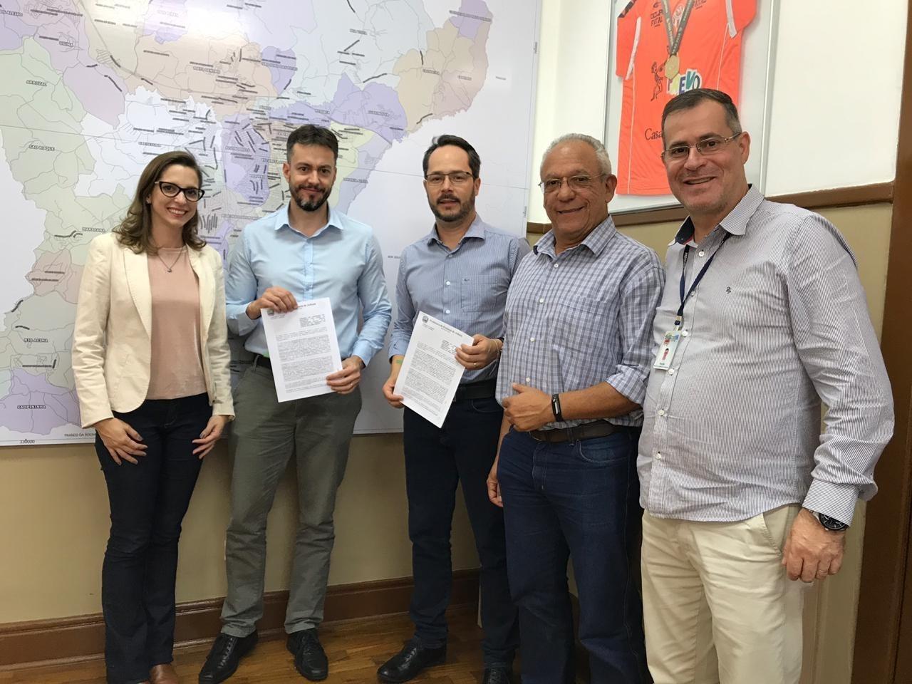 Prefeitura de Atibaia e UNIFAAT assinam convênio que prevê bolsas de estudos para servidores públicos