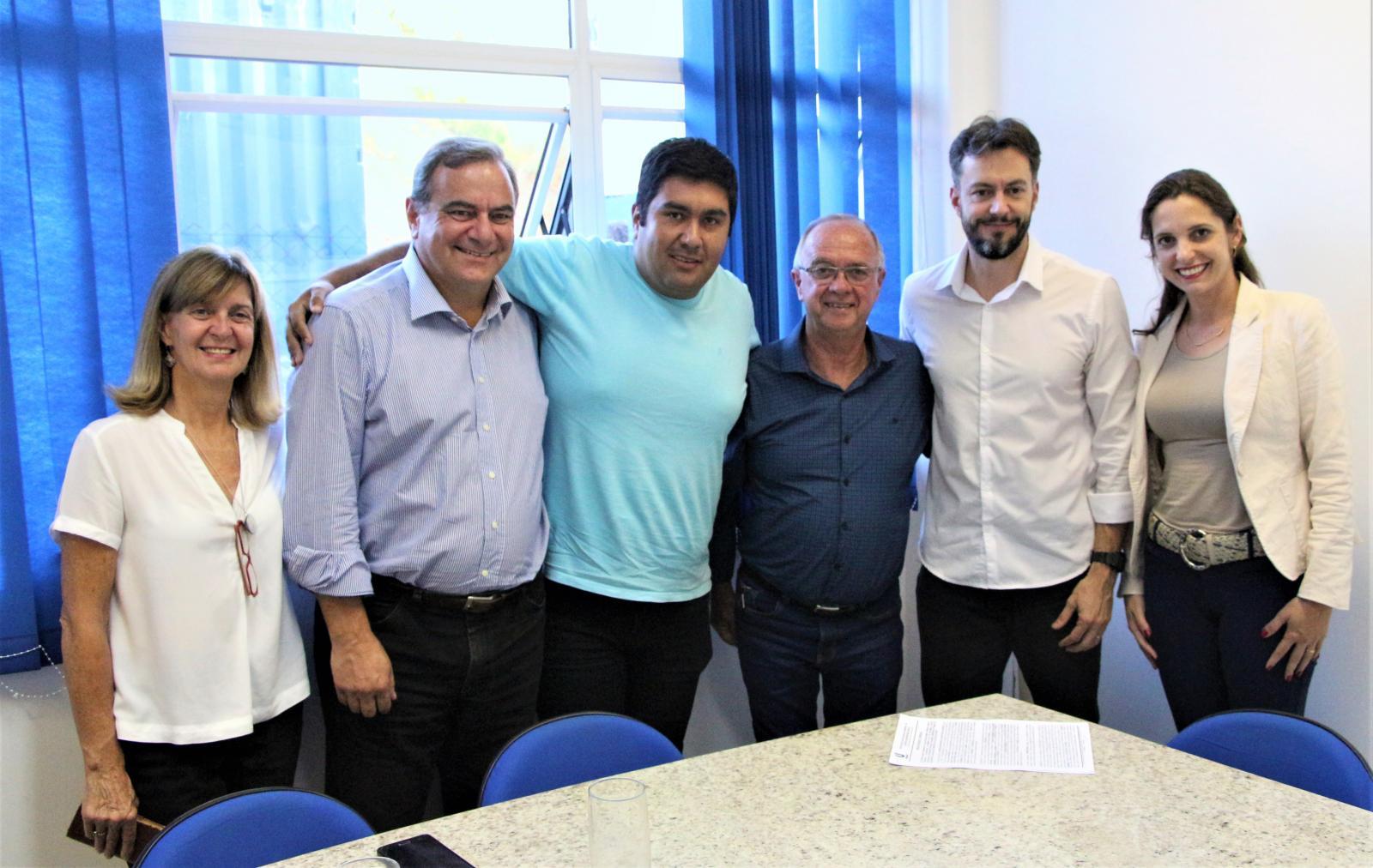 Prefeitura de Bom Jesus dos Perdões e UNIFAAT firmam convênio para bolsas de estudo